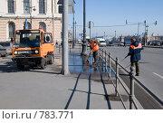 Купить «Уборка городских улиц после зимы», эксклюзивное фото № 783771, снято 1 апреля 2009 г. (c) Румянцева Наталия / Фотобанк Лори