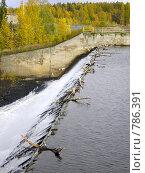 Сброс воды из искусственного водохранилища. Стоковое фото, фотограф Кекяляйнен Андрей / Фотобанк Лори