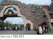 Купить «Московский зоопарк (главный вход)», фото № 789051, снято 11 мая 2008 г. (c) Елена Азарнова / Фотобанк Лори