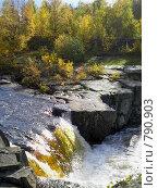 Водопад среди скал в Карелии, Надвоицы. Стоковое фото, фотограф Кекяляйнен Андрей / Фотобанк Лори
