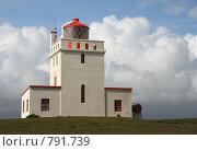 Купить «Маяк в окружении облаков, Исландия», фото № 791739, снято 29 июня 2006 г. (c) Татьяна Цибушок / Фотобанк Лори