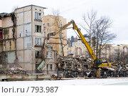 Купить «Снос пятиэтажки», эксклюзивное фото № 793987, снято 7 июня 2006 г. (c) Сайганов Александр / Фотобанк Лори