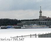 Купить «Северный речной порт во время снегопада», фото № 795547, снято 4 апреля 2009 г. (c) Алексей Байдин / Фотобанк Лори