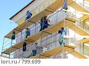 Купить «Рабочие-строители ремонтируют фасад здания», фото № 799699, снято 2 апреля 2009 г. (c) RedTC / Фотобанк Лори