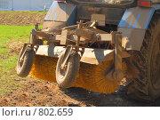 Купить «Старый грязный трактор крупным планом», фото № 802659, снято 12 апреля 2008 г. (c) Галина Короленко / Фотобанк Лори