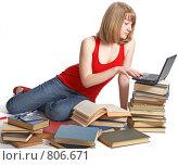 Купить «Ученица с книгами и ноутбуком», фото № 806671, снято 28 марта 2009 г. (c) Анатолий Типляшин / Фотобанк Лори