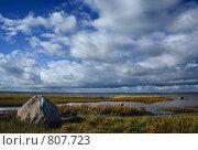 Купить «Большой камень в побережье залива», фото № 807723, снято 29 сентября 2005 г. (c) Aleksander Kaasik / Фотобанк Лори