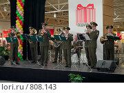 Купить «Духовой военный оркестр играет для покупателей в торговом центре», фото № 808143, снято 23 февраля 2009 г. (c) Кекяляйнен Андрей / Фотобанк Лори
