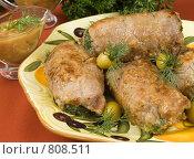 Купить «Мясные рулетики с зеленью на тарелке», фото № 808511, снято 21 октября 2007 г. (c) Елена А / Фотобанк Лори