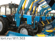 Купить «Тракторы», фото № 811503, снято 27 апреля 2018 г. (c) Losevsky Pavel / Фотобанк Лори