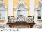 Купить «Балкон на фасаде дома, Петергоф», фото № 812335, снято 24 января 2020 г. (c) Losevsky Pavel / Фотобанк Лори