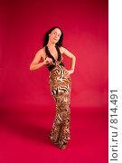 Купить «Стройная молодая женщина в вечернем платье», фото № 814491, снято 25 февраля 2009 г. (c) Олег Тыщенко / Фотобанк Лори