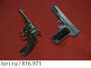 Пистолет Токарева Т.Т. и Наган. (2009 год). Редакционное фото, фотограф Владимир / Фотобанк Лори