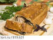 Купить «Сдобный пирог с мясом и грибами», фото № 819631, снято 13 октября 2007 г. (c) Елена А / Фотобанк Лори