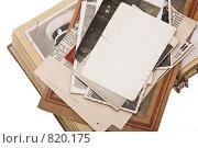 Купить «Стопка старых фотографий в альбоме», фото № 820175, снято 20 апреля 2009 г. (c) Лисовская Наталья / Фотобанк Лори