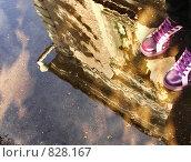 Купить «Фиолетовые кеды», фото № 828167, снято 15 октября 2006 г. (c) Сергей Юрьев / Фотобанк Лори
