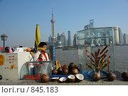 Купить «Продавец в г.Шанхае», фото № 845183, снято 15 декабря 2008 г. (c) Роман Чабан / Фотобанк Лори