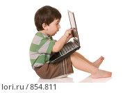 Купить «Ребенок и ноутбук», фото № 854811, снято 29 апреля 2009 г. (c) Демчишина Ольга / Фотобанк Лори