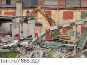 Купить «Снос промышленного здания на Пироговской набережной», фото № 865327, снято 6 мая 2009 г. (c) Сергей Разживин / Фотобанк Лори