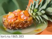 Купить «Тайский салат в ананасе, на зеленой тарелке», фото № 865383, снято 3 апреля 2007 г. (c) Елена А / Фотобанк Лори