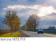 Купить «Автомобиль на дороге», фото № 873711, снято 21 апреля 2009 г. (c) Евгений Дробжев / Фотобанк Лори