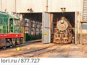 Купить «Обслуживание паровоза в ангаре паровозного депо», фото № 877727, снято 29 апреля 2009 г. (c) Павел Гаврилов / Фотобанк Лори