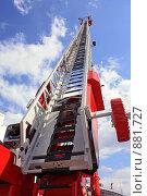 Купить «Выдвижная пожарная лестница-подъемник», фото № 881727, снято 20 мая 2009 г. (c) Владимир Сергеев / Фотобанк Лори