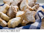 Купить «Новогоднее печенье в форме елок и звезд», фото № 883507, снято 8 декабря 2008 г. (c) Liudmila Belyaeva / Фотобанк Лори
