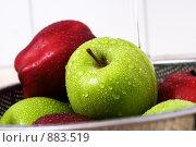 Мокрые яблоки. Стоковое фото, фотограф Liudmila Belyaeva / Фотобанк Лори