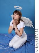 Купить «Девушка в костюме ангела», фото № 887115, снято 3 мая 2009 г. (c) Евгений Батраков / Фотобанк Лори