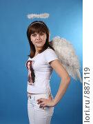 Купить «Портрет девушки в костюме ангела», фото № 887119, снято 3 мая 2009 г. (c) Евгений Батраков / Фотобанк Лори