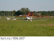 Посадка спортивного самолета (2009 год). Редакционное фото, фотограф Антон Павлов / Фотобанк Лори