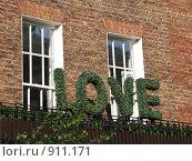 """Купить «Лондон: слово """"Love"""" из растений на балконе», фото № 911171, снято 14 ноября 2018 г. (c) Скворцов Андрей / Фотобанк Лори"""