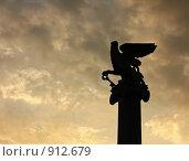 Купить «Силуэт грифона на колонне на фоне грозного неба (Керчь, Крым)», фото № 912679, снято 26 июля 2008 г. (c) Маргарита Лир / Фотобанк Лори