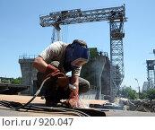 Купить «Сварщик», фото № 920047, снято 9 июня 2009 г. (c) Виктор Филиппович Погонцев / Фотобанк Лори