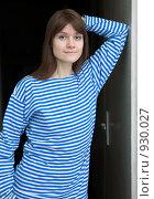 Купить «Молодая красивая девушка в матросской тельняшке», фото № 930027, снято 4 апреля 2009 г. (c) pzAxe / Фотобанк Лори