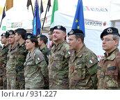 Купить «Итальянские военные в строю. Флоренция.Италия», фото № 931227, снято 9 ноября 2008 г. (c) Колчева Ольга / Фотобанк Лори