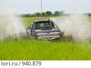 Купить «Джип на заболоченном лугу», фото № 940879, снято 14 июня 2009 г. (c) Иван Сазыкин / Фотобанк Лори