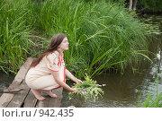 Купить «Гадание на Ивана Купалу», фото № 942435, снято 21 июня 2009 г. (c) Яков Филимонов / Фотобанк Лори