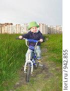 Купить «Мальчик на прогулке», фото № 942855, снято 22 июня 2009 г. (c) Юлия Подгорная / Фотобанк Лори