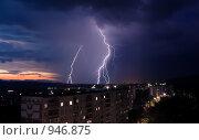 Молния над городом. Стоковое фото, фотограф Евгений Булатов / Фотобанк Лори