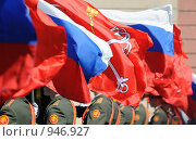 Флаги (фокус на флаге России в центре) Стоковое фото, фотограф Сергей Разживин / Фотобанк Лори