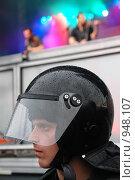 Купить «Обеспечение безопасности во время проведения массовых мероприятий», эксклюзивное фото № 948107, снято 27 июня 2009 г. (c) Ольга Визави / Фотобанк Лори