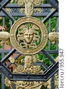 Купить «Фрагмент ворот Александровского сада. Москва», фото № 955947, снято 6 июня 2009 г. (c) Синицын Игорь / Фотобанк Лори