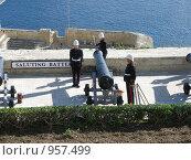 Пушка и три солдата. Мальта (2006 год). Редакционное фото, фотограф Надежда Агафонова / Фотобанк Лори