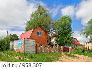 Купить «Новые яркие дома в Тарусе, Калужская область», фото № 958307, снято 14 июня 2009 г. (c) Fro / Фотобанк Лори