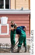 Купить «Перекур, или в рабочий полдень», фото № 958475, снято 8 июня 2009 г. (c) Александр Подшивалов / Фотобанк Лори