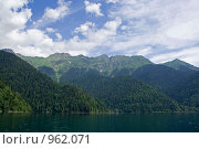Озеро Рица. Стоковое фото, фотограф Анастасия Кутейникова / Фотобанк Лори