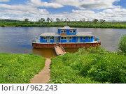 Купить «Плавучая пристань для прогулочных пароходов на реке Оке, Таруса, Калужская область», фото № 962243, снято 14 июня 2009 г. (c) Fro / Фотобанк Лори