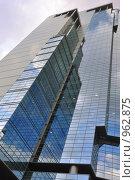 Купить «Высокое стеклянное административное здание», фото № 962875, снято 28 мая 2009 г. (c) Олег Рыбаков / Фотобанк Лори